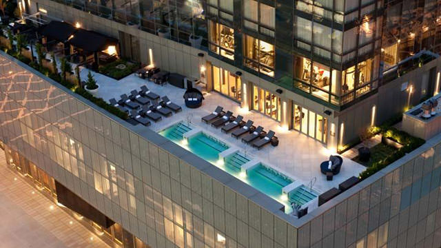 Trump-Soho-Rooftop-pool